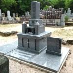 徳山石の地上型和型墓石が完成しました。山口市鋳銭司の共同墓地において